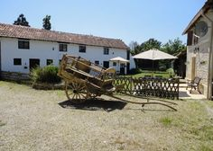 Self Catering Cottages Address: La Charronniere, Chaunay, 86510, Vienne, Poitou Charentes, France