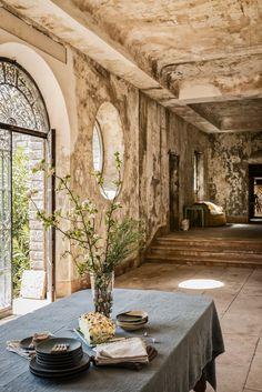 Table Atelier, Oversized Mirror, Interior Design, Home Decor, Napkin, Nest Design, Home Interior Design, Interior Designing, Home Interiors