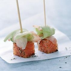 Salmon lollipops, recipe of salmon lollipops - Recipes Easy & Healthy Salmon Recipes, Raw Food Recipes, Appetizer Recipes, Tapas, Good Food, Yummy Food, Tiny Food, Snacks Für Party, Appetisers