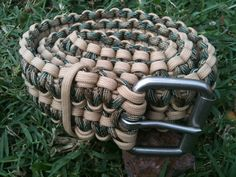 Paracord Belt - purse handles with some modifications Paracord Uses, Paracord Belt, Belt Purse, Purse Handles, Climbing Rope, Paracord Projects, Survival Tools, Watch Bands, Belts
