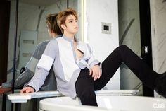 "(32) C-JeS170425 ""Jaejoong seats on the bathtub this time! Stylist! I love not to lock all buttons"""
