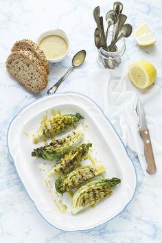Lattuga alla griglia con salsa alla Caesar - Grilled little gem lettuce with Caesar dressing
