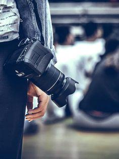 "Fotografin: ""Der Markt ist überschwemmt mit Amateuren"" | ZEIT Campus Dream Job, Light Photography, Roman, Passion, Board, Atelier, Small Photography Studio, Passport Pictures, Mental Breakdown"