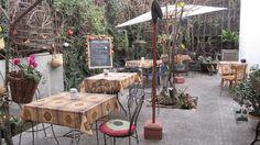 Patio Café Survenir (Barrio Italia).