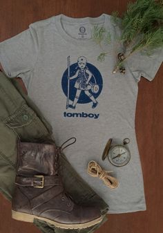 Do you love hiking? Check out this old-school hiking graphic tee | hiking outfit idea