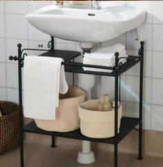 RONNSKAR Sink prateleira.  Esta prateleira RONNSKAR da IKEA é projetado para caber em torno de um pedestal ou o tubo de um dissipador montado na parede.  Ele aperta o armazenamento estra fora de uma pequena casa de banho.