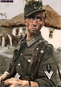 Colorised WW2 picture http://www.vantiques.nl | ^ 18´ d https://de.pinterest.com/Colbalt90/war-history/