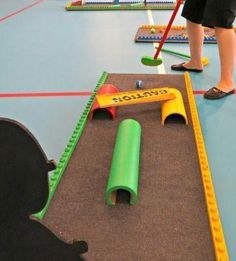 build your own mini golf - I bet a lot of this could be done with pool noodles, PVC pipe, and tape! Fun Games, Games For Kids, Indoor Mini Golf, Putt Putt Golf, Crazy Golf, Outside Games, Miniature Golf, Golf Party, Backyard Games