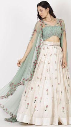 Bridal Mehndi Dresses, Indian Bridal Lehenga, Pakistani Dresses, Indian Dresses, Indian Wedding Outfits, Indian Outfits, Indian Designer Outfits, Designer Dresses, Wedding Lehenga Designs