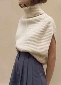 Women's sleeveless knit vest Always wanted to discover how to knit, but unsure the place to begin? This kind of Definite Beginner Knitting Set is exa. Spring Outfits, Winter Outfits, Casual Outfits, Knitwear Fashion, Knit Fashion, Sweater Fashion, Diy Vetement, Knit Vest, Knit Shorts