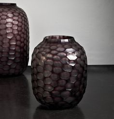 Vase Bambola M, amethyst Small vase Bambola by GUAXS. Fascinating cut in magical amethyst. Not only beautiful as a vase… Concept store for Homeaccessoires - net-de-vivre Cut Glass, Glass Art, Decorative Accessories, Home Accessories, Pottery Vase, Porcelain Ceramics, Furniture Decor, Cool Art, Amethyst