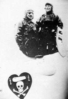 Cet embleme a également été peint sur l'avion à bord duquel Nungesser et Coli ont disparu en tentant de traversser l'Atlantique, quelques jours avant Lindbergh, et surtout dans l'autre sens, ce qui etait à priori plus difficile.