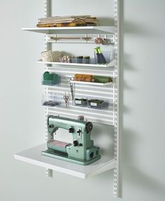 Buy the Elfa Best Selling Solution - Craft Storage 4 from Elfa today! A part of our Elfa Craft Storage Solutions range. Craft Storage Solutions, Shelving Solutions, Craft Desk, Craft Room Storage, Small Sewing Rooms, Elfa Shelving, Sewing Desk, Sewing Room Design, Kitchen Organization Pantry