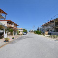 400 τ.μ.Κωδ. 11228469  Οικόπεδο προς πώληση μέσα στην παραλία Κατερίνης.  Βρίσκεται πάνω σε κεντρικό δρόμο, σε εξαιρετικά προνομιούχα θέση. Είναι ιδανική επιλογή για δημιουργία σύγχρονης Ξενοδοχειακής μονάδας.