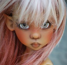 Kaye Wiggs makes some of the most beautiful dolls :)