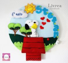 Fiocco nascita snoopy Felt Name Banner, Name Banners, Felt Crafts, Diy And Crafts, Mobiles, Baby Snoopy, Storybook Characters, Felt Wreath, Peanuts Gang