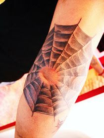 Toop Tattoo: Tela de araña tattoo Alicante