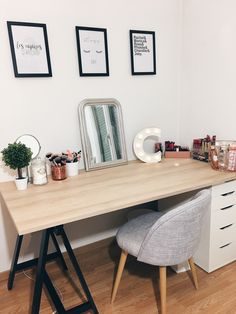 Office - Bureau scandinave Rangement, Ikea, Makeup storage. Tableaux, décoration. Home interior - Light letter -