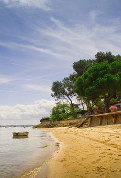 Le calme du bassin, propice aux longues balades ! #plage #bassin #cabane #promenade #vacances