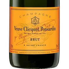 One of my favorite champagnes to drink and serve to guests is #veuveclicquot ---- I hope you can share a glass with me to celebrate the New Year! #happynewyear