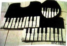 Piano bathroom mats.