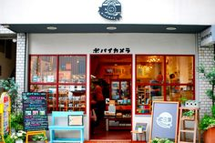 pop eye camera, a shop in Jiyugaoka Tokyo. Selling vintage & toy cameras. You can also have your films developed here too.