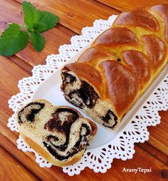 AranyTepsi: Kakaós fonott kalács Hungarian Recipes, Winter Food, Hot Dog Buns, Cookie Recipes, Bakery, Deserts, Croissant, Food And Drink, Sweets