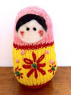 This cute little doll is knit in rounds on dpn's. We used 3 mini Koigu skeins, one of each colour. This is a great project to use up leftover sock yarn scraps. Knitting Kits, Loom Knitting, Knitting Designs, Knitting Projects, Knitting Patterns, Knit Or Crochet, Cute Crochet, Crochet Toys, Matryoshka Doll