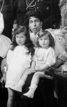 Victoria Melita with daughters Marie and Kira