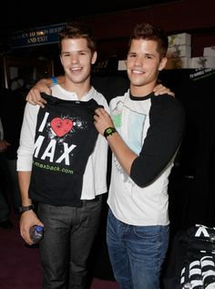 Image discovered by belieber love. Find images and videos about cute, teen wolf and twins on We Heart It - the app to get lost in what you love. Teen Wolf Twins, Teen Wolf Dylan, Teen Wolf Cast, Dylan O'brien, Twin Boys, Scott Mccall, Percabeth, Max And Charlie Carver, Carver Twins