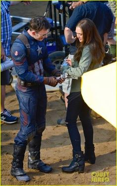 'Captain America: Civil War' Cast Look Like They Had an Amazing Time On Set! | captain america civil war cast had great time on set 20 - Photo