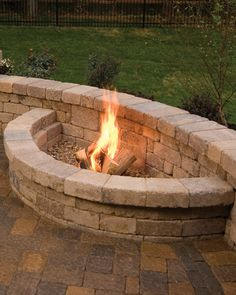 Marvelous Backyard Fireplace Ideas To Beautify Your Outdoor Decor Outdoor Kitchen Patio, Small Backyard Patio, Backyard Landscaping, Outdoor Decor, Outdoor Kitchens, Outdoor Fireplace Plans, Backyard Fireplace, Outdoor Fireplaces, Fireplace Ideas