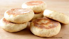 Bread without oven made in pan - Only 2 ingredients! Pan Fried Bread, Bread Bun, Pan Bread, Bread Baking, Chapati, Bread Recipes, Cake Recipes, Skillet Bread, Dessert Bread