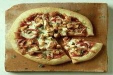 Pizza with chicken and barbecue sauce Chicken Pizza Recipes, Bbq Chicken, Barbecue Sauce, Vegetable Pizza, Snacks, Vegetables, Food, Appetizers, Veggies
