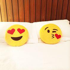 Para os viciados em Emojis nas conversas do Whats App, temos uma almofada mais linda que a outra!! FOUND IT! - presentes especiais para todas as ocasiões