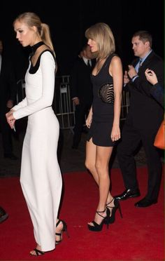 ♡♥Taylor Swift arrives at a rage after party with Karlie♥♡
