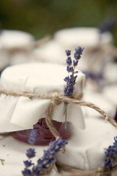 Marmeladengläser ... mit Lavendel Wenn Lavendel-Hochzeit dann vielleicht Lavendel-Badesalz als Geschenk?
