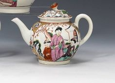 Worcester teapot and cover - circa 1768-70