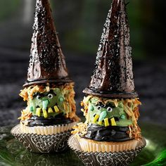 Looking for Halloween cupcakes that aren't the traditional pumpkin-inspired variety? Try these festive witch hat cupcakes that are adorned with pointy-topped sugar cones dipped in chocolate. Halloween Goodies, Halloween Snacks, Holidays Halloween, Spooky Halloween, Halloween Party, Witch Party, Halloween Baking, Halloween Images, Halloween Stuff