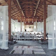 mariaemb.: JUNIBRÖLLOP Scandinavian Wedding, Scandinavian Style, Vow Renewal Ceremony, Herringbone Tile, Bright Rooms, Wedding Decorations, Table Decorations, Rustic Wedding, Wedding Inspiration