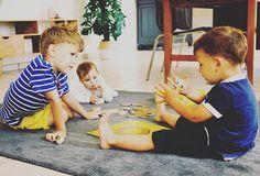 Observer mes enfants est l'une de mes activités journalière ♥️ __ As tu déjà remarqué à quel point ils ont cette capacité a savoir dire non et à répondre (parfois 😅) avec audace. As tu remarqué aussi la désinvolture et l'insouciance dont ils font preuve chaque jour. La faculté qu'ils ont à passer du rire aux larmes en quelques secondes... __ La vie leur semble si douce et si simple ... __ Mais quel est leur secret? Plus je les observe, plus je me dis qu'il réside dans leur capacité à savoir…