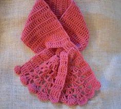 Free Crochet Pattern - Keyhole Scarflet