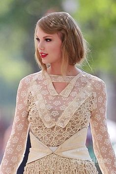aylor Swift in Vintage Lace Dress on Celebrity Fashion by mya, Taylor Swift in Rodarte Fashion Show Spring 2012 _1