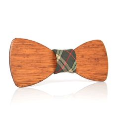 Hand-made wooden bow-tie from White Oak. Light color wood will match lots of your looks. With this bow-tie you will confident in your unique style.