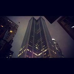#dtla #losangeles #streets #dtlalife #streetphoto #photography #citylife #streetphotography #city #travel #lights #downtownla #destination #building #windows #skyscraper #night