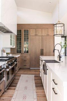 Kitchen Interior, Kitchen Decor, Kitchen Ideas, Kitchen Modern, Warm Kitchen, Coastal Interior, Eclectic Kitchen, Kitchen Layout, Kitchen Hacks