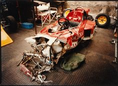 The remains of the Gold Leaf Team Lotus of Jochen Rindt. F1 Racing, Road Racing, Nascar Wrecks, F1 Crash, F1 Lotus, Jochen Rindt, Old Race Cars, Slot Cars, Gilles Villeneuve