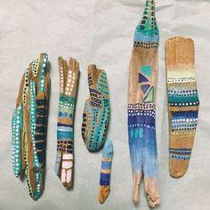 Ensembles assortis d'esprit 2 bâtons à la main bois flotté minis/Bohème art décor peint