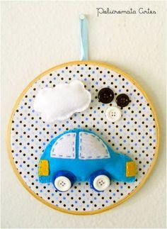 Quadrinho Carrinho Azul | Policromata Artes | 3184A1 - Elo7 Baby Crafts, Felt Crafts, Diy And Crafts, Crafts For Kids, Embroidery Hoop Crafts, Embroidery Hoop Art, Handmade Toys, Handmade Art, Felt Kids