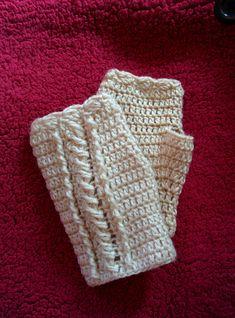 ケーブル編みをかぎ針で編んで作るハンドウォーマーの編み方を写真つきで解説しているページです。 Lace Gloves, Fingerless Gloves, Crochet Cable Stitch, Mittens, Headbands, Knitted Hats, Knitting, Gloves, Fingerless Mitts